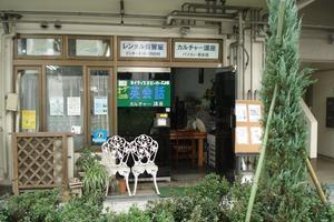 駅近の市役所前のスペースの写真