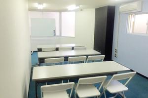インスタント会議室 新大阪店 : 少人数セミナールーム(305号室)の写真