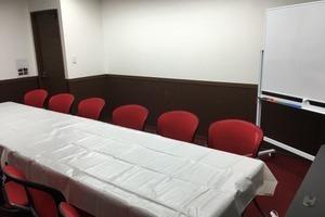 茅場町07 貸会議室 Rouge(ルージュ)12~15名用セミナーに最適!最大16名様収容可能☆1時間税込み140円から!の写真
