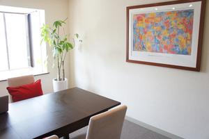 表参道ヒルズ至近-高級感のある会議室【お客様のご案内可】の写真