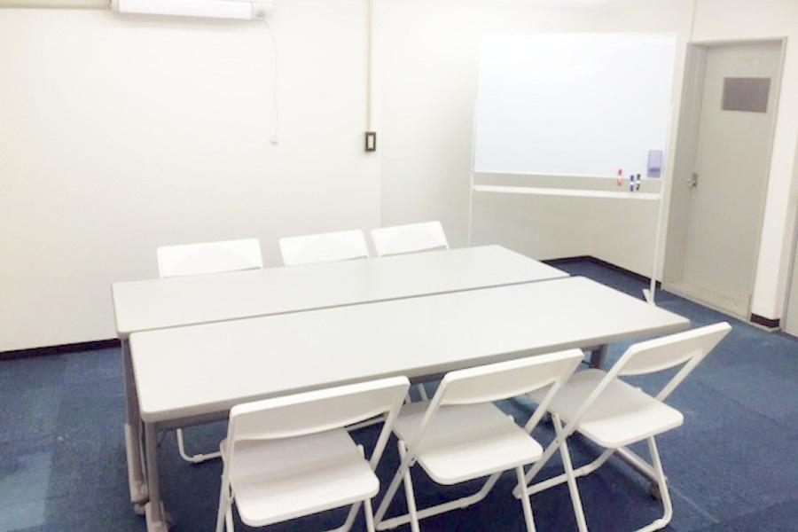 インスタント会議室 新大阪店 : 貸し教室(302号室)の会場写真