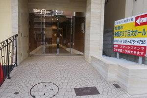 新横浜駅徒歩3分!48名様収容のきれいな会議室の写真