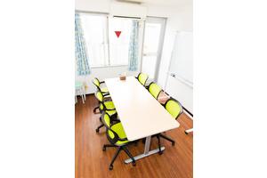恵比寿西口徒歩1分!1Fがコンビニ、好アクセスで完全個室の会議室の写真