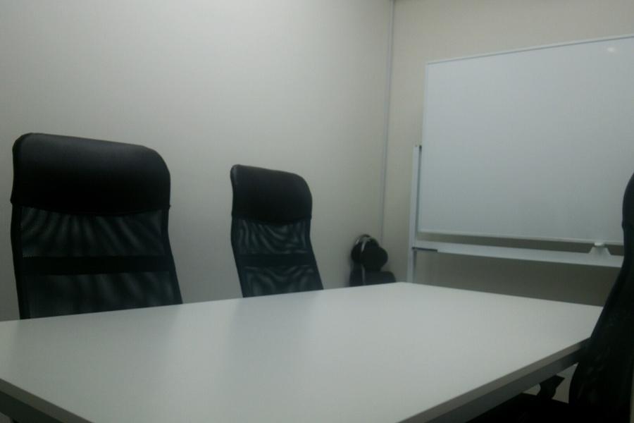 レンタルオフィス シェアル岩本町 本館 : 会議室Aの会場写真