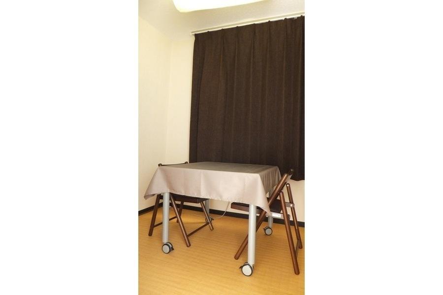 大阪レンタルサロン「SOHO BOX」 : 個室(カウンセリングルーム)の会場写真