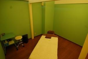 JR南武線武蔵中原駅徒歩2分!ハワイアンスタイルの施術室です。の写真