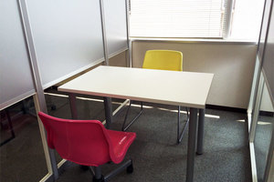 2名収容の半個室スペースの写真