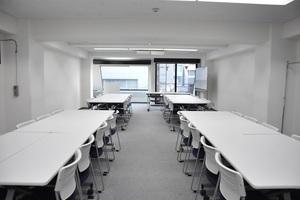 【五反田】シンプルで清潔感のあるフレキシブルセミナールーム(40名)の写真