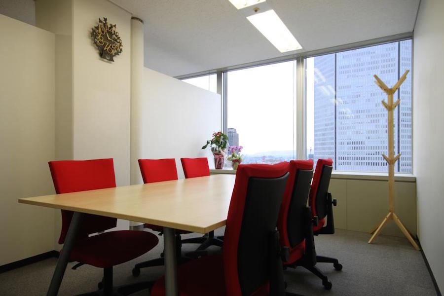 インスタント会議室 梅田「PLAY JOB」 : 個室会議室A(6名用)@PLAY JOBの会場写真