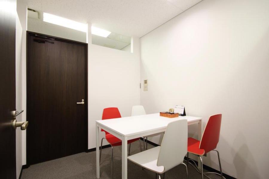インスタント会議室 梅田「PLAY JOB」 : 個室会議室B(4名用)@PLAY JOBの会場写真