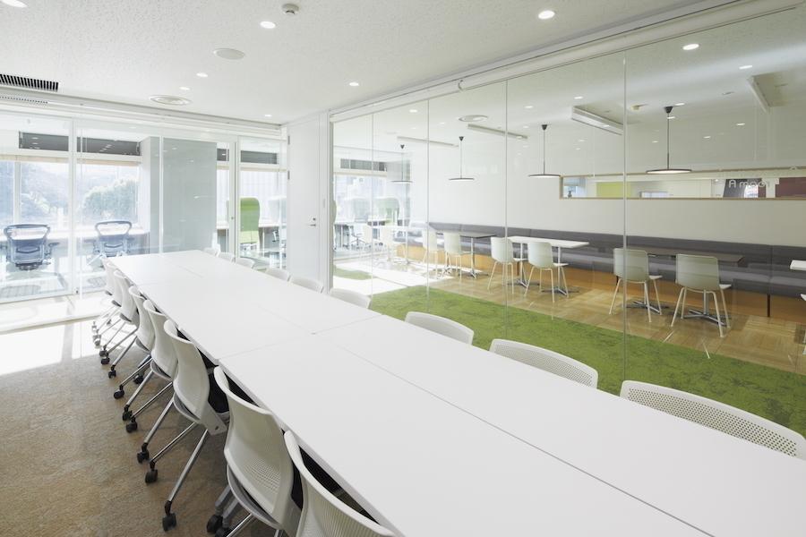 九段下の貸会議室 ナレッジソサエティ : 中会議室(18名)の会場写真