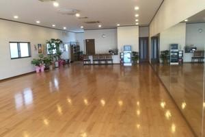 ダンスや余興の練習にご利用いただいています。大きな鏡を設置していますの写真