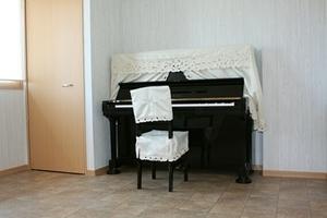 コミュニティスペースUrara : ピアノルームの会場写真