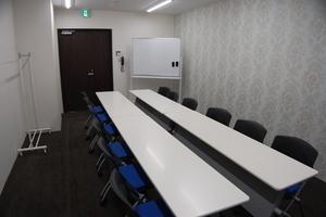 《備品無料貸出》29年4月28日リニューアルオープン!新しい会議室で多用途にお使い下さいませ。の写真