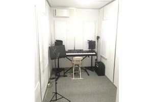 【中野駅】1時間800円の防音ルーム アコースティック楽器・歌の個人練習、アンサンブル、レッスンなどにご利用ください。の写真