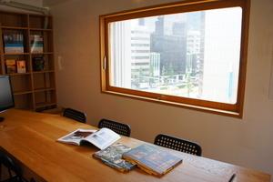 新橋駅徒歩1分!おしゃれな個室でお仕事♪の写真