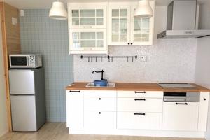 【お子様連れOK】大きな鏡のあるキッチン付きルームの写真