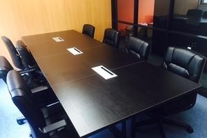 コワーキング&シェアオフィス 仕事のSWITCH : 会議室の会場写真