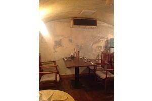 隠れ家的な石蔵造りフレンチレストランの写真