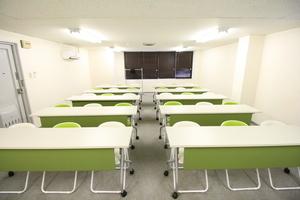 お気軽会議室 堺筋本町 : 多目的スペースの会場写真