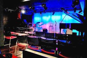 駅3分 グランドピアノのライブハウスの写真