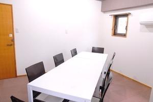 【飯田橋駅すぐ】ワークショップやお教室に!人気の中会議室(〜8名)の写真