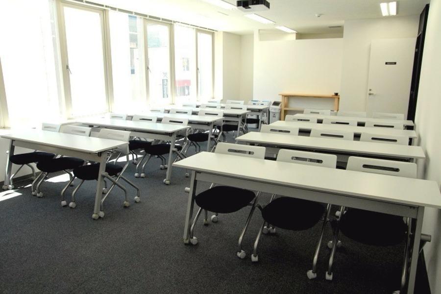 秋葉原駅前会議室 : セミナールームAの会場写真