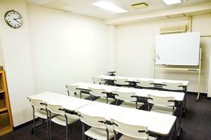 インスタント会議室 京橋店 : 中会議室(12名様迄)の写真