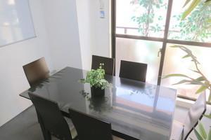 【吉祥寺駅2分・サンロード内】清潔感のある落ち着いた雰囲気の個室スペースの写真
