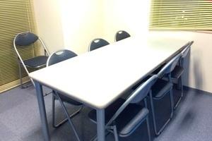 三鷹駅前レンタル会議室: 6名用スペースの会場写真