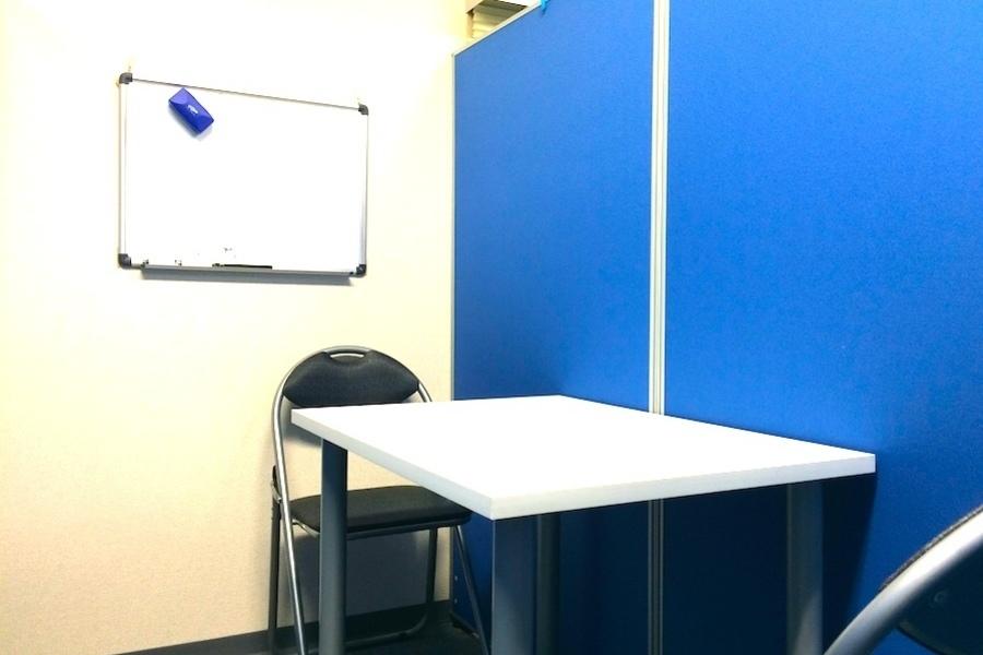 三鷹駅前レンタル会議室 : 2名用スペースの会場写真