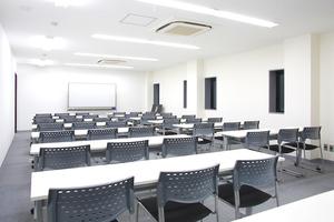 【名駅】アクションラボ : 40名用セミナールーム Bの会場写真