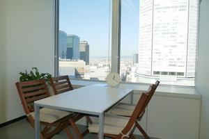 【梅田1分!】明るく眺めのよい個室スペース♫の写真
