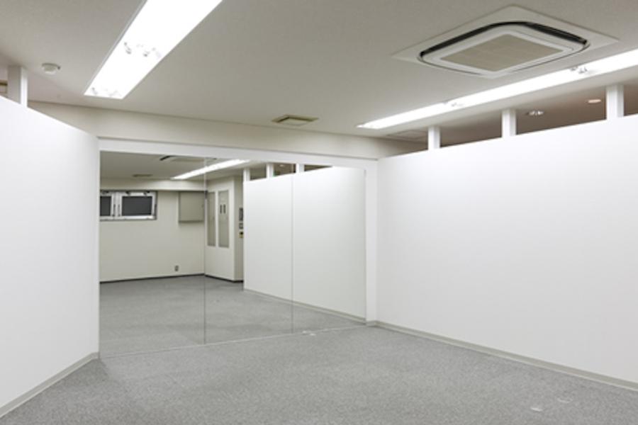 阿波座レンタルスタジオ LAFULL : 多目的スペースの会場写真