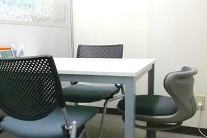 【新宿三丁目】KJ貸し会議室 : 小会議室の会場写真