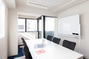 【駅近】設備充実のミーティングルームの写真