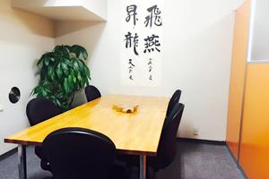 日本橋 貸し会議室「Ken」 : 6名用会議室の会場写真