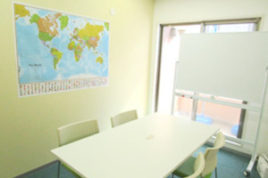 【センター南】幼児教室や打合せに!駅近のミーティングルームの写真