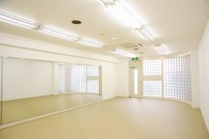 【塚口駅から徒歩5分】シャワー・更衣室付き!明るさ抜群のレンタルスタジオの写真