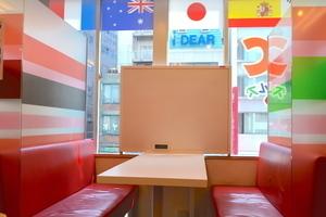 インスタント貸し教室 渋谷校 : 3・4名用カフェタイプのスペース Aの会場写真