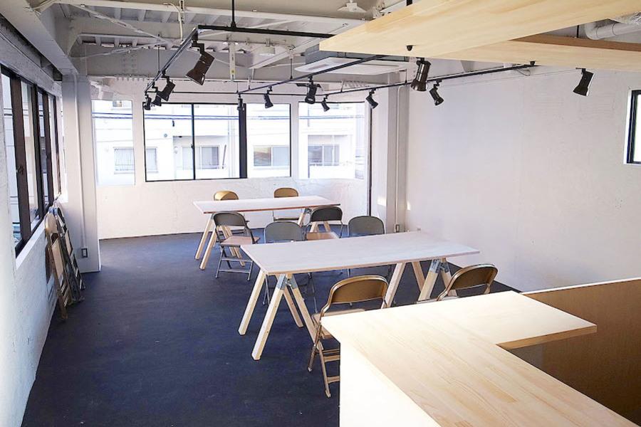 立川 HOLIDAY'S ギャラリー : 【会議・セミナープラン】フロア&ウッドデッキ貸切の会場写真