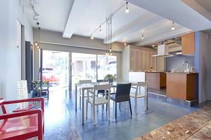 オープンスペース + キッチンスペースの写真