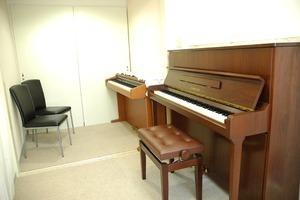 【ピアノレッスンに♪】目白駅近の防音個室レンタルスタジオ!の写真