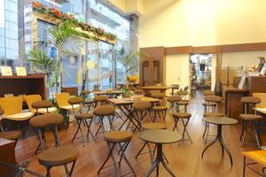 【築地・八丁堀エリア】天井高5mでガラス張りの開放的な空間の貸切イベントスペースの写真