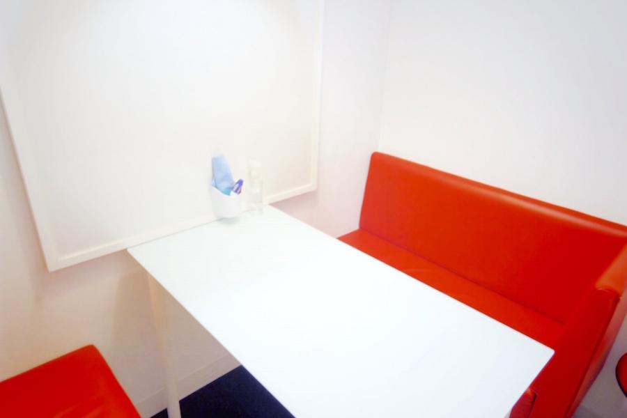 インスタント会議室 銀座店 : 1・2名用カフェタイプのスペース Dの会場写真