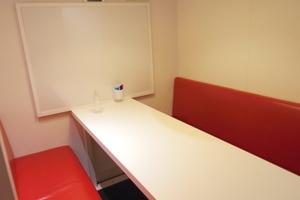 ビジネス街に位置している社会人に人気の半個室スペース!の写真