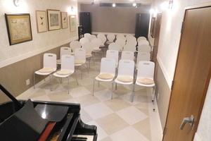 桜上水スタジオ ピオティータ : グランドピアノ付き30席のイベントスペースの会場写真