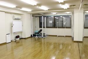 【横浜駅西口7分】大型鏡(5.3m×2m)がある格安レンタルスタジオ!会議室、セミナーにもオススメ!の写真