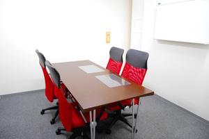 【吉祥寺5分】シンプルで使いやすい4名用の個室会議室の写真