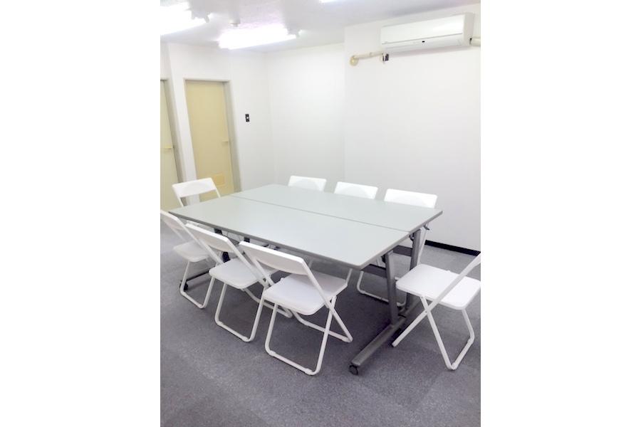 インスタント会議室 新大阪店 : 多目的スペース(503号室)の会場写真